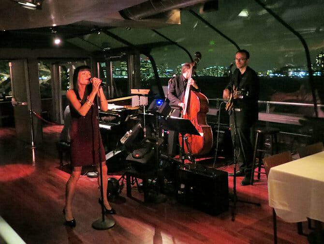 Bateaux Dinner Cruise in NYC - Live Music