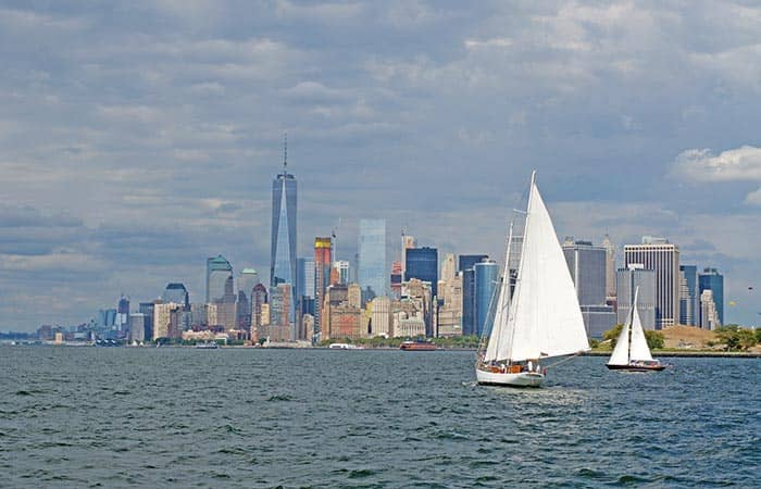 Classic Schooner Sailing Cruise in New York - Skyline