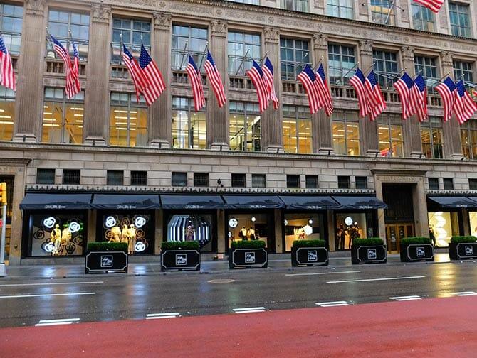 Shopping On Fifth Avenue Newyorkcity Uk