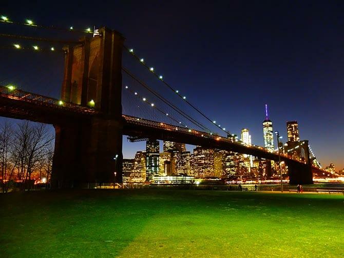 Parks in New York - Brooklyn Bridge at night