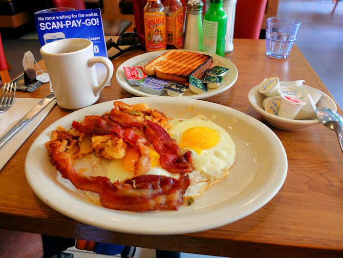 Breakfast in New York - Westway Diner sunny side up