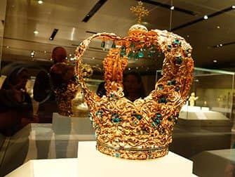 Metropolitan Museum in New York - Crown