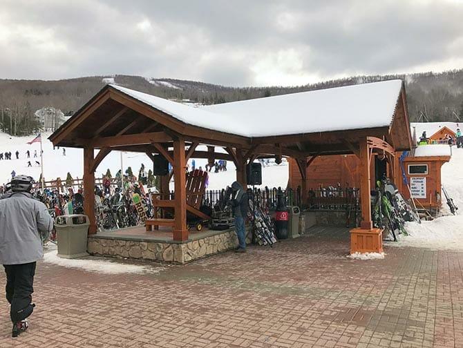Ski or Snowboard Day trip in New York - Ski Storage