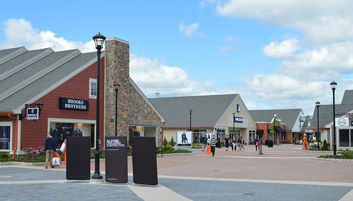 For the best of luxury New York City shopping without the Manhattan price tags, head to the Woodbury Common Premium Outlets! Located just one hour north of Manhattan, this popular day trip destination offers quality designer merchandise at unbeatable discounted prices.