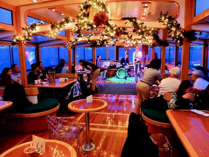Christmas Spirit Cruise in New York - NewYork.co.uk